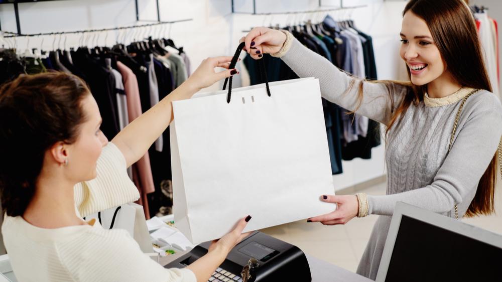 La de ansatte i butikken bruke tid på salg og ikke finansiering